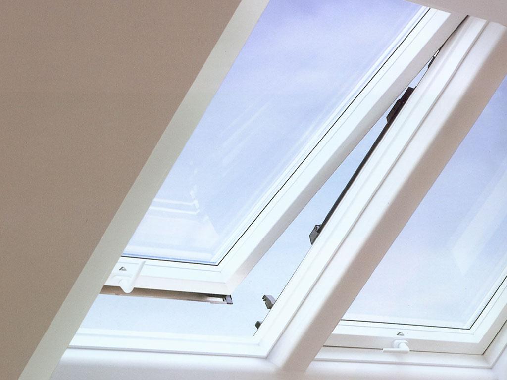 Dachfenster einbauen blechdach  Dachfenster Einbau - Austausch Dachfenster - Rest Bedachungen GmbH ...
